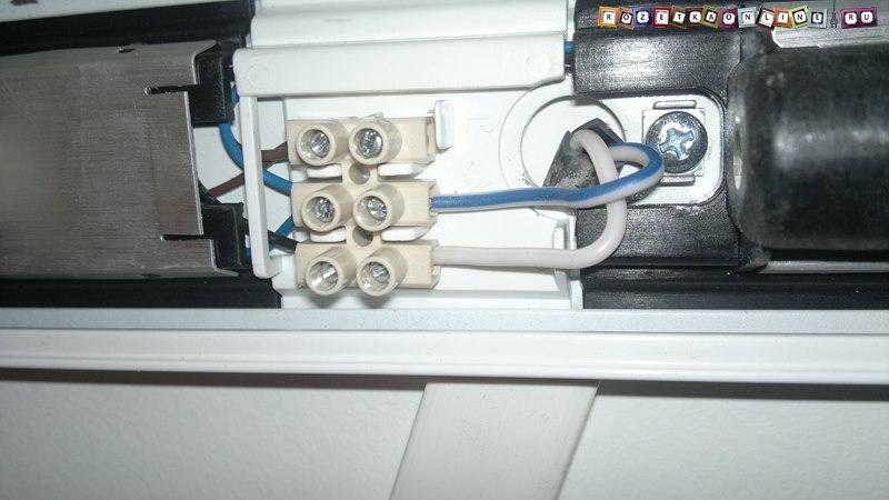 Подключение проводов к светильнику в подсветке шкафа-купе