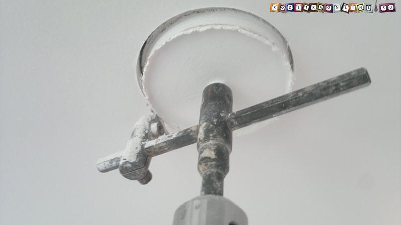 Как и чем можно сделать отверстие в гипсокартоне для установки точечного светильника