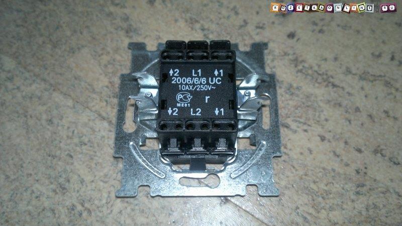 Маркировка клемм для подключения проводов на двойном переключателе света