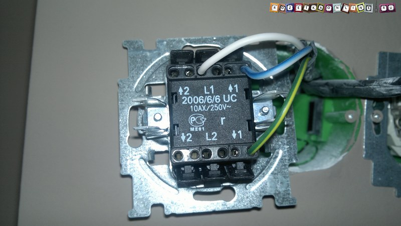 Подключение проводов первой группы освещения к двухклавишному переключателю