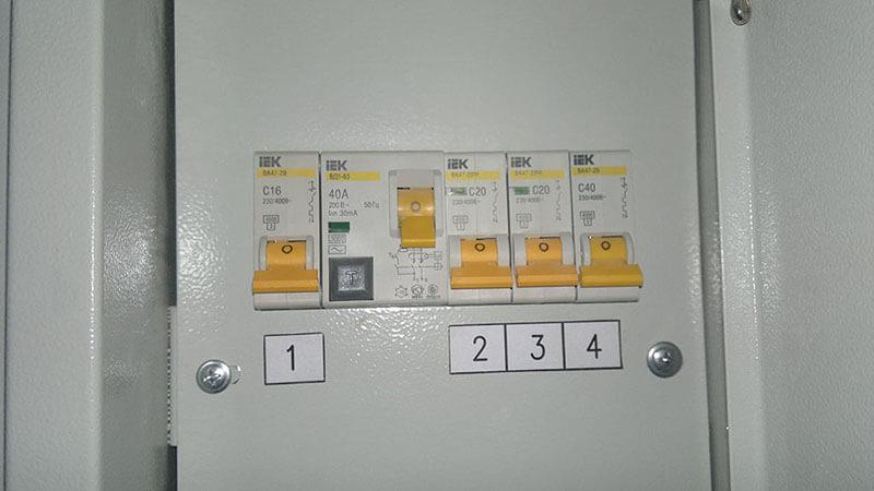 Выключаем защитный автомат перед монтажом