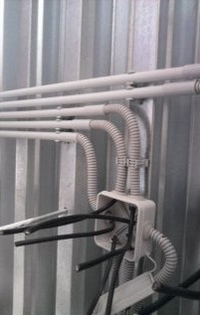 Прокладка кабеля открытым способом по бетону